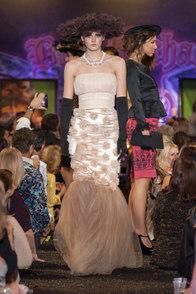 barrett-jackson-fashion-show-2014-doux-b
