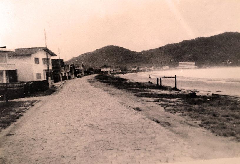 3674-Avenida Atlântica, nº 1080, esquina com a Rua 1301, década de 1960.JPG
