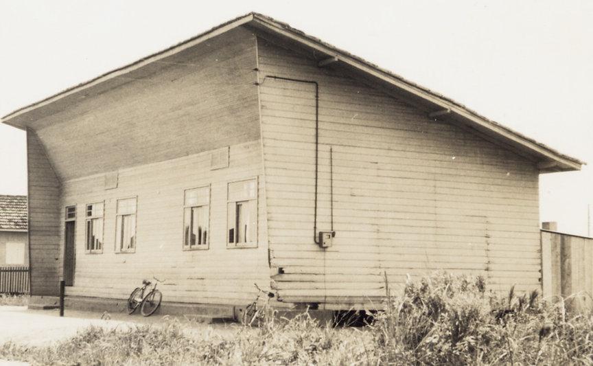862 - Escola do Canto da Praia (atual Escola Estadual Laureano Pacheco), década de 1950.jpg