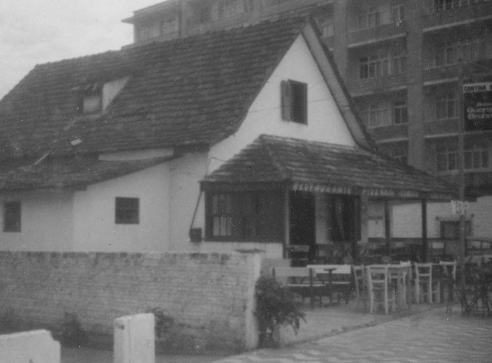 1611 -Primeira casa construída a beira mar em 1921, conhecida como Casa das Cruz.jpg