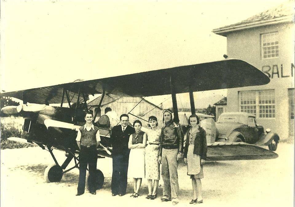 95 -  Ano de 1939, em frente o Hotel Balneário Camboriú (SC)..jpg