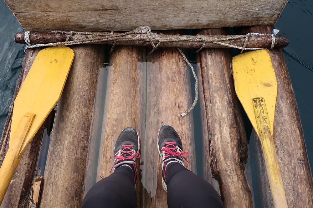 Tour en bateau traditionnel près de San Cristobal, vaut mieux pas perdre l'équilibre héhé !
