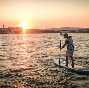Sonnenuntergang in Mainz auf dem Rhein
