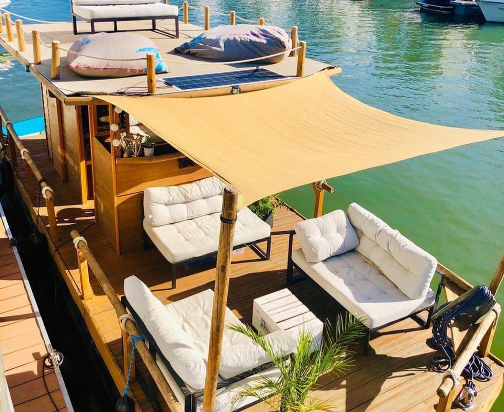Floß Lounge .jpg