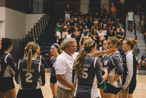 Volleyball picks up 10th conference win