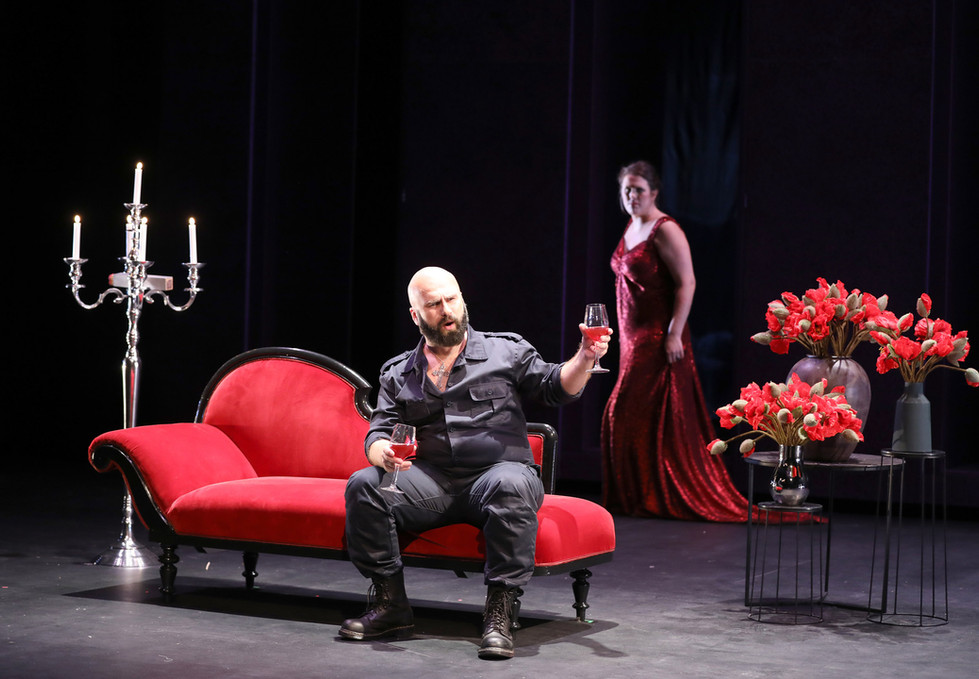 2 akt. Scarpia og Tosca.jpg