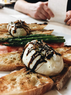 Burrata con Asparagus