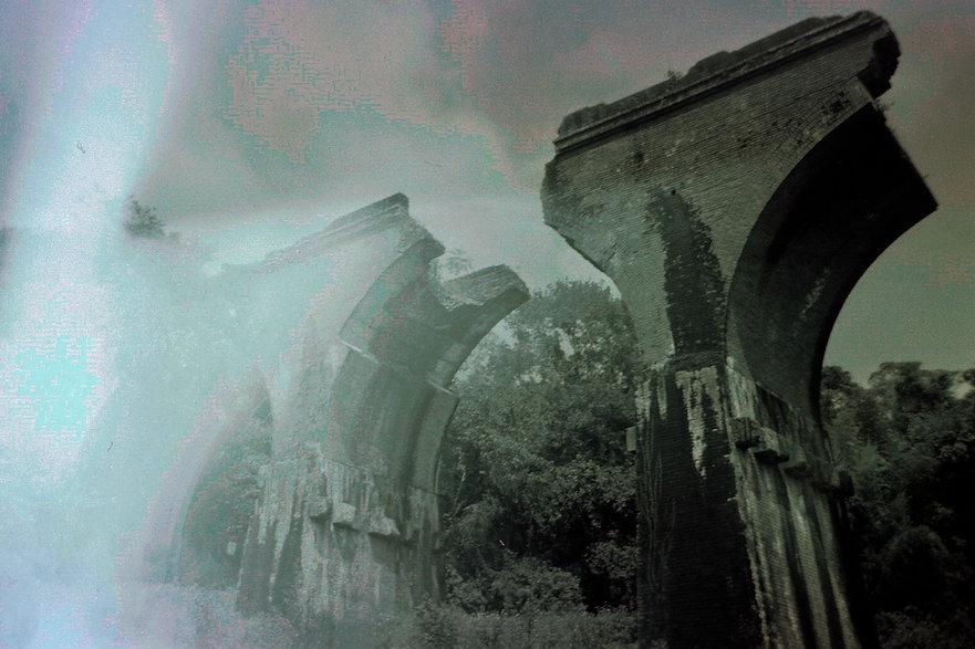 Yuqing Zhu film photography. The ruins of Longteng Bridge in Taiwan.