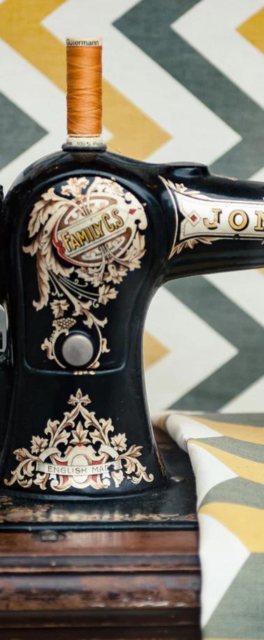 vintage-sewing-machine.png