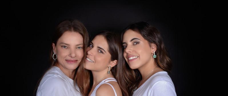Aninha Volpe com suas filhas, Fernanda e Eduarda
