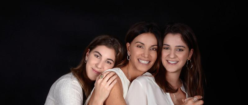 Patricia Kassab e sua filhas Ana Carolina e Isabela
