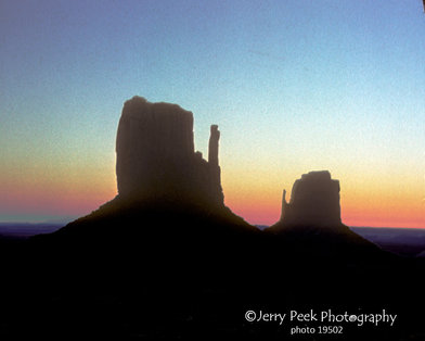 Monument Valley: Mitten Buttes at sunrise