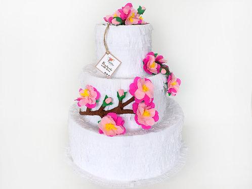 Wedding Cake-Piñata dekoriert mit Kirschblüten