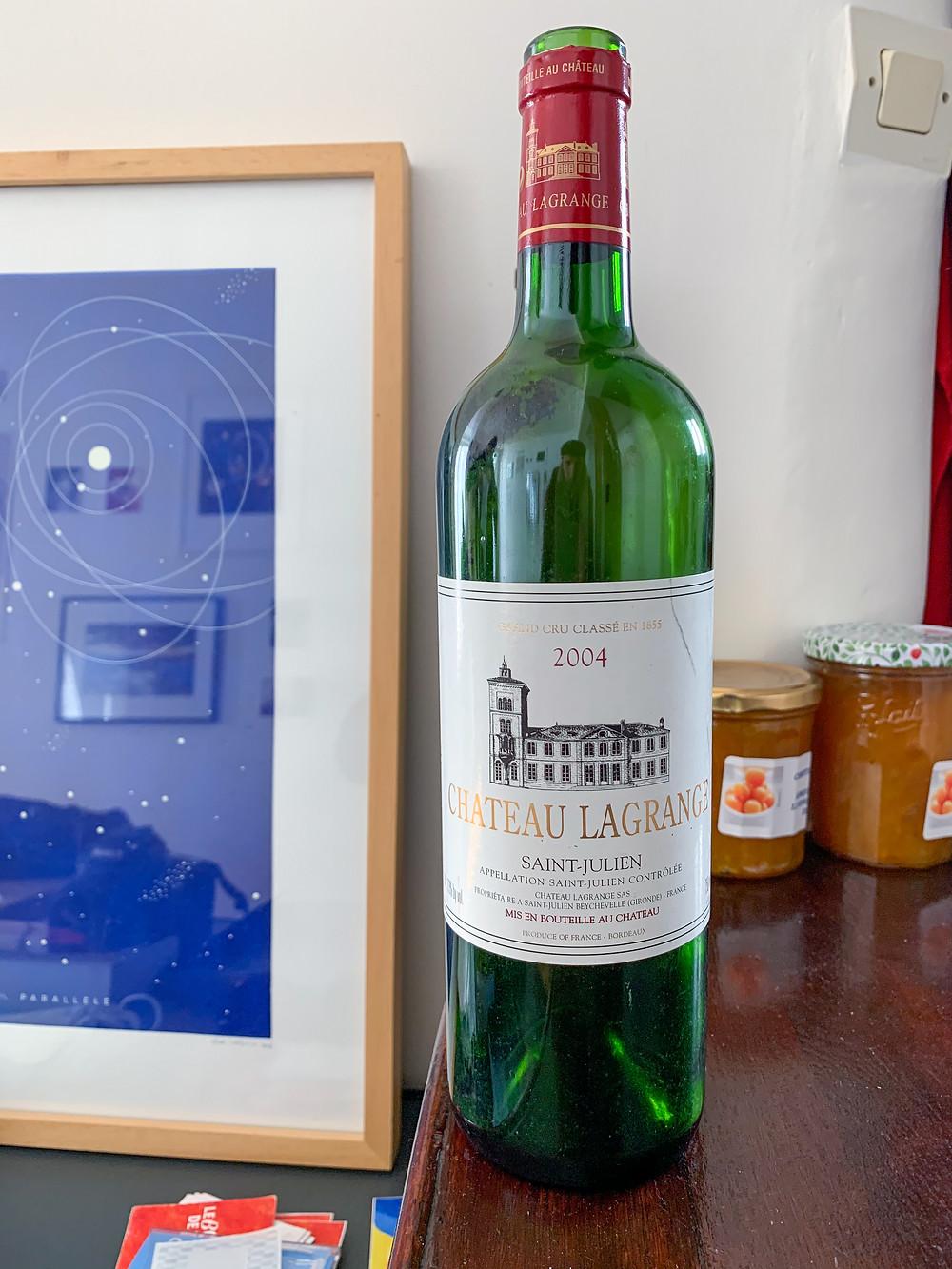 Bouteille vide de la cuvée 2004 du vin rouge Chateau Lagrange