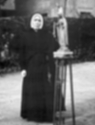 Sister Dores and correct statue 2019-02-