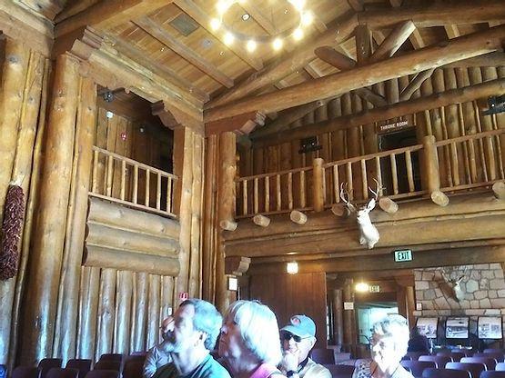 17. interior lodge.jpg