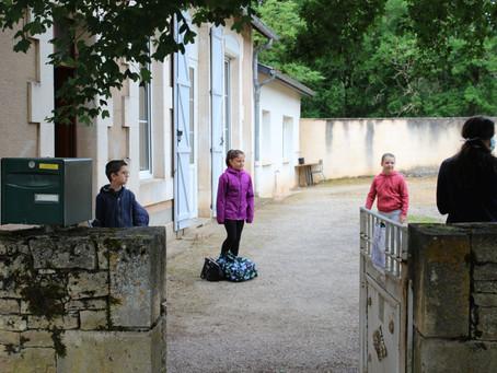 Déconfinement, des enfants disciplinés pour ce retour en classe.