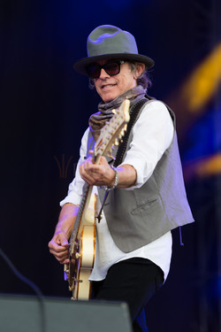5 Tom Petersson