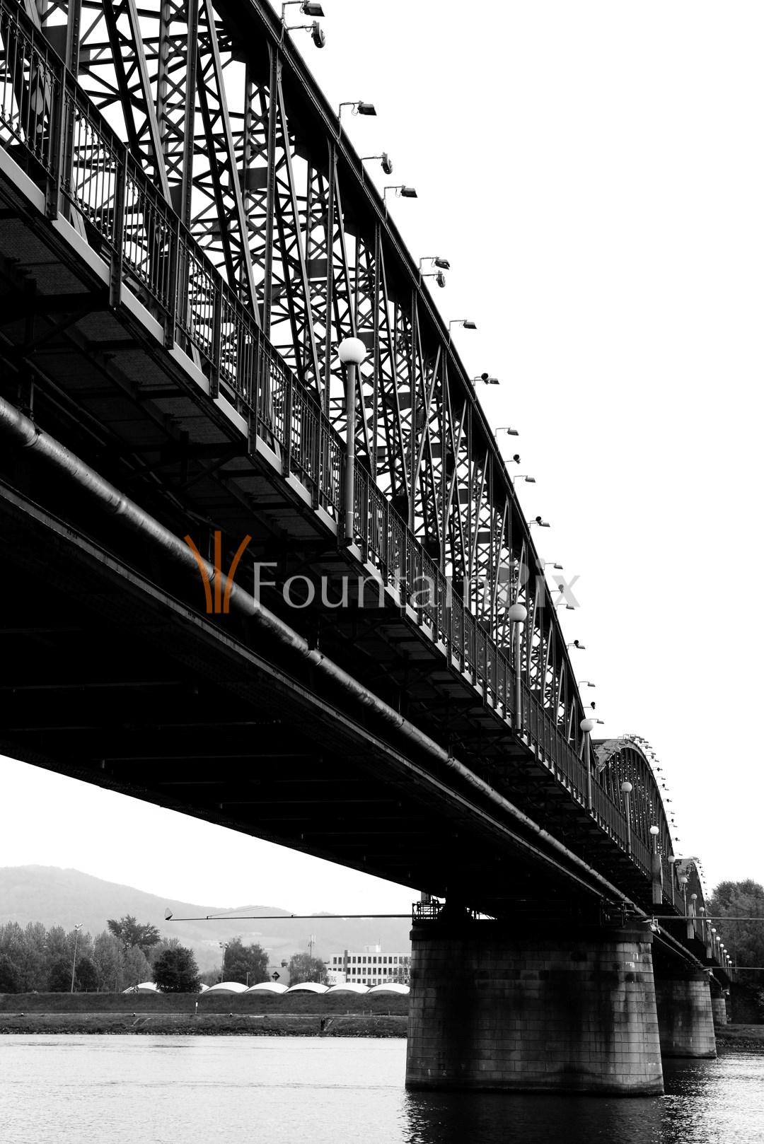 18: Eisenbahn-Brücke