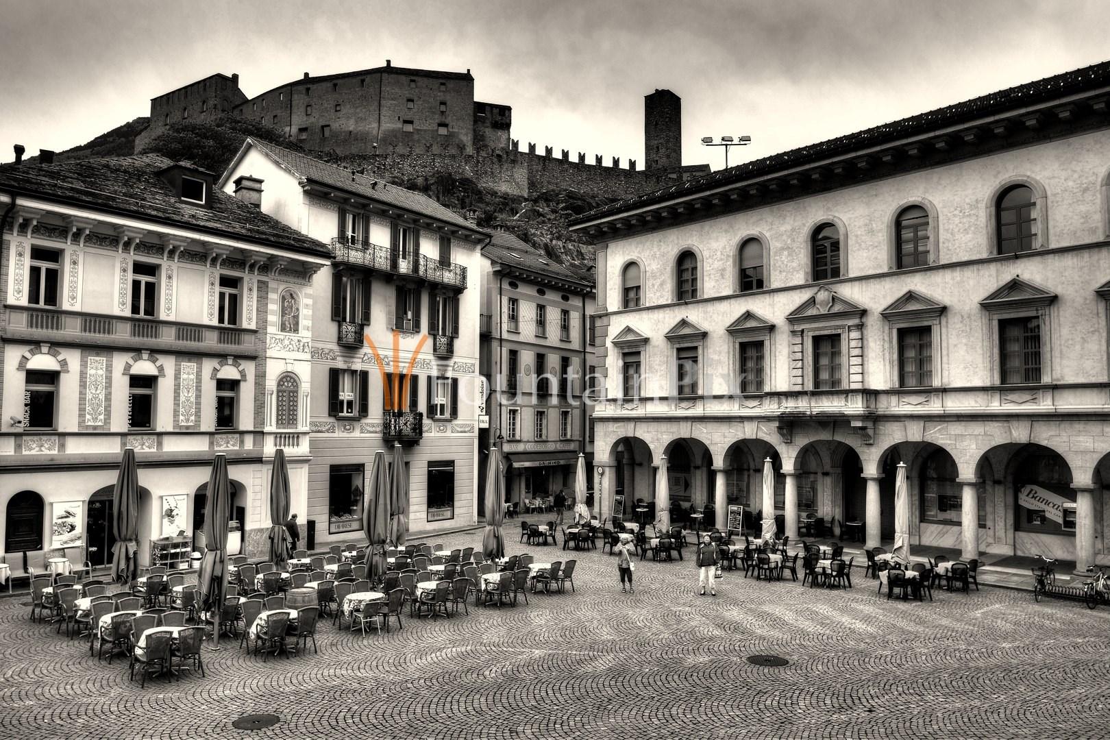 Piazza Collegiata und Castelgrande