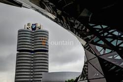25: BMW Welt und Hauptsitz