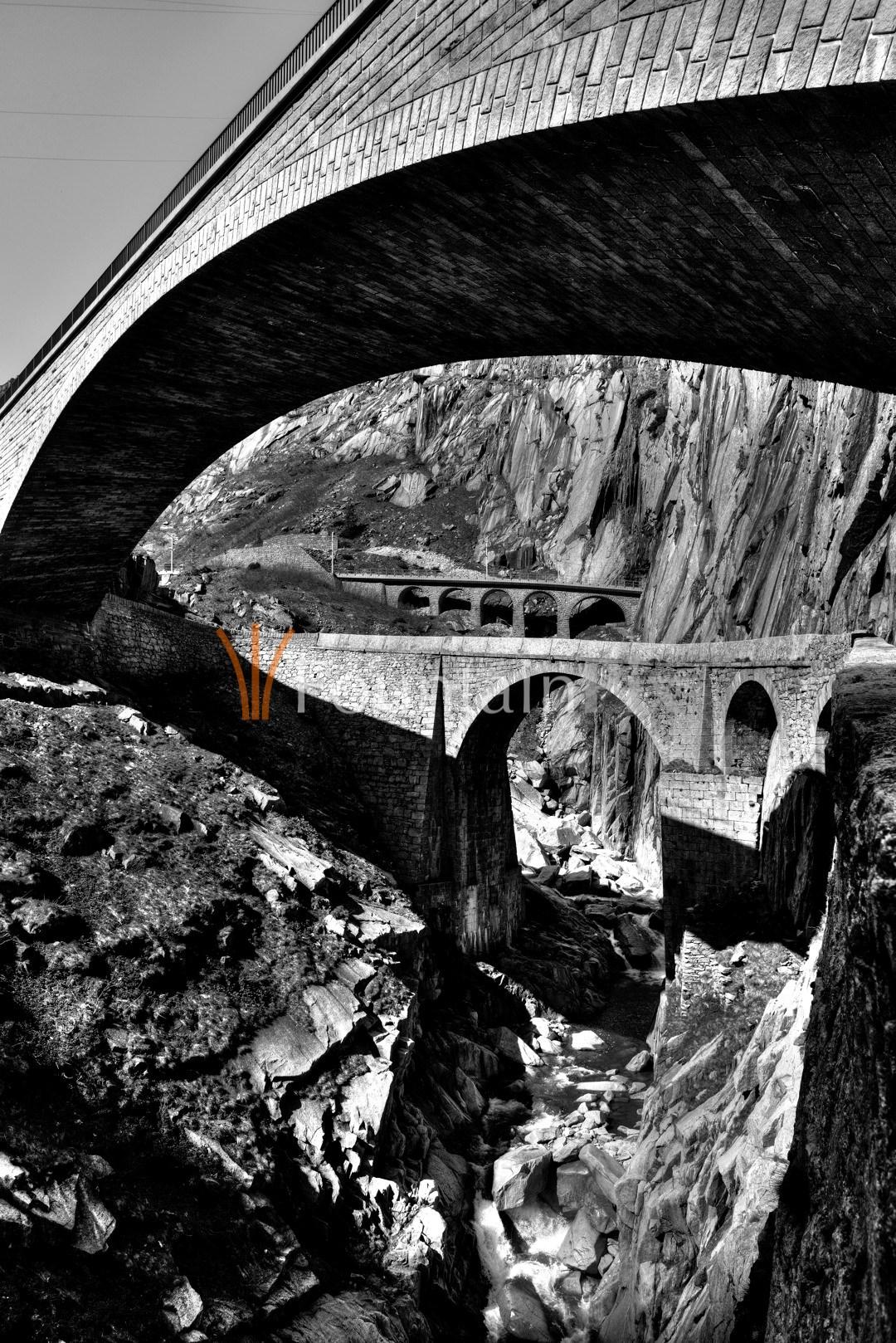 Strassen-, Fuss- und Eisenbahnbrücke