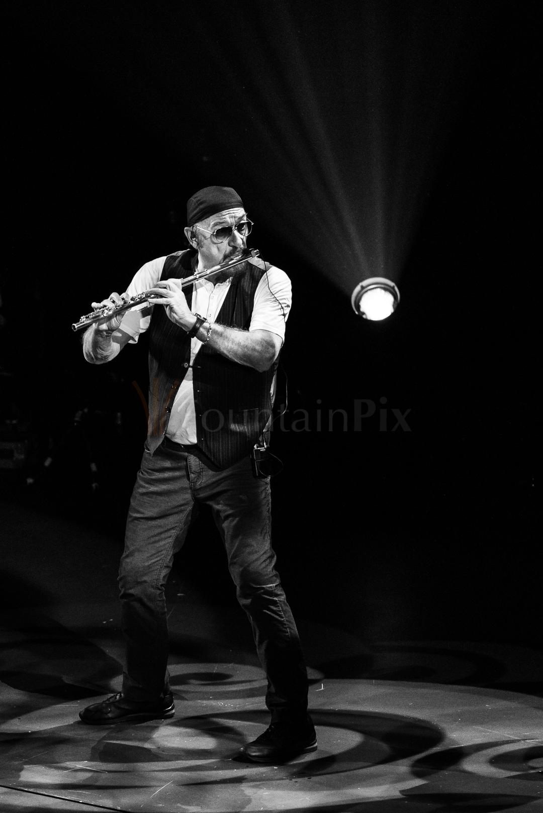 5 Ian Anderson