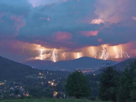 Večer a v noci se očekávají bouřky, mohou být i velmi intenzivní