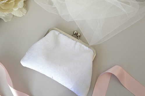 Kiss Lock White Bridal Hand Bag