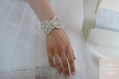 """LEOLA"" Crystal and Ivory Pearl Bridal cuff"