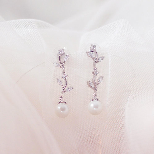 ROSALI Chic Pearl Vine Earrings