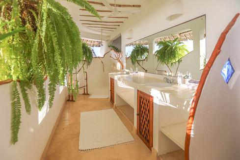 kaskazi-bathroom.jpg