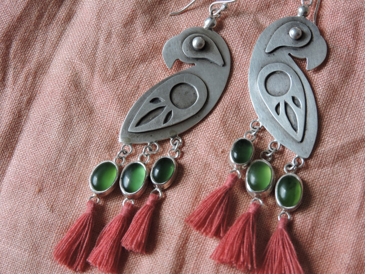 El Papagayo earrings with Jade Tail Feathers