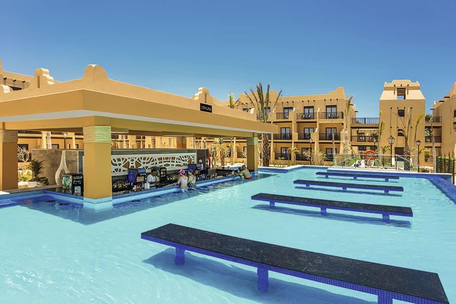 swimup-bar-2-hotel-riu-santa-fe_tcm55-20