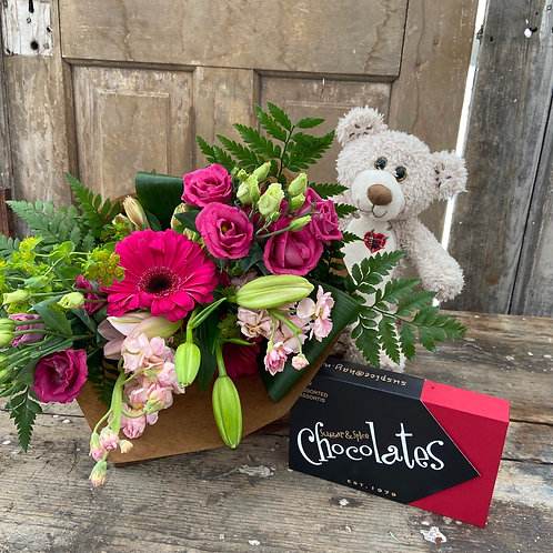 Valentine's Day Bouquet Combo Package