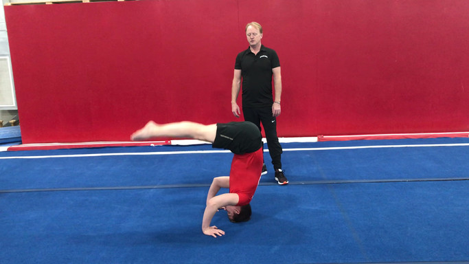Headstand pike to straight 3x.mov