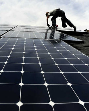 instalacion-de-paneles-solares-y-riesgos