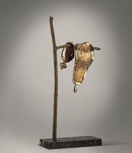 """היצירה המפורסמת של דאלי """"התמדתו של הזיכרון"""" גרסת הפסל מ 1980"""