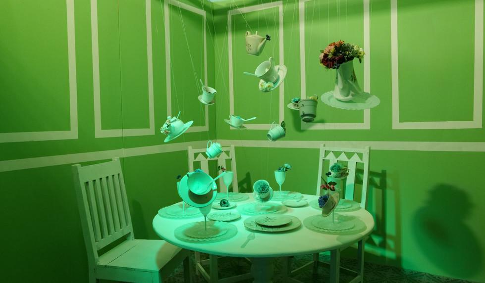 מוזאון הסלפי : חדר התה מהסט של אליסה בארץ הפלאות