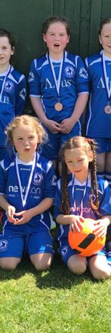 Larkhall Athletic Youth girls team
