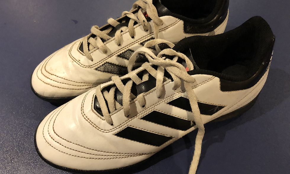Adidas - Astroturf - Size 5