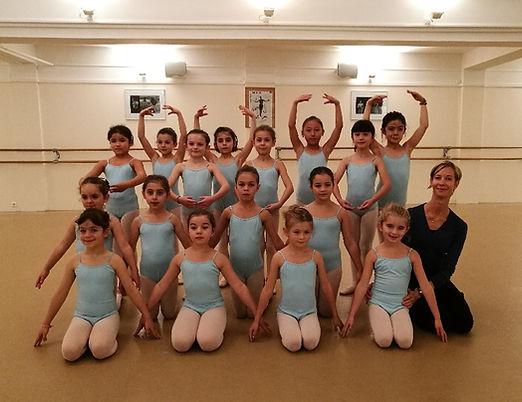 Cours danse classique des enfants de 7 e 8 ans