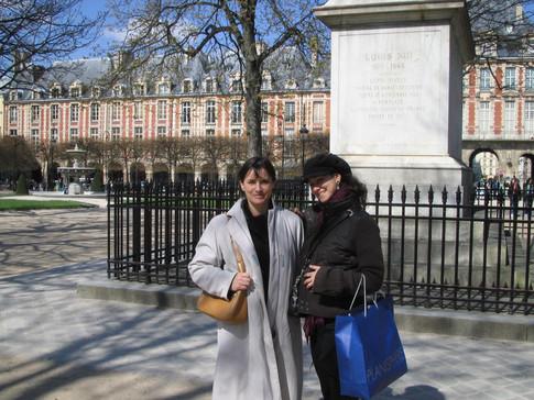 Amana et Rachel Brice : place des Vosges
