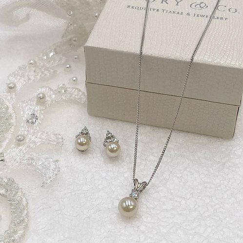 Classic Pearl Pendant