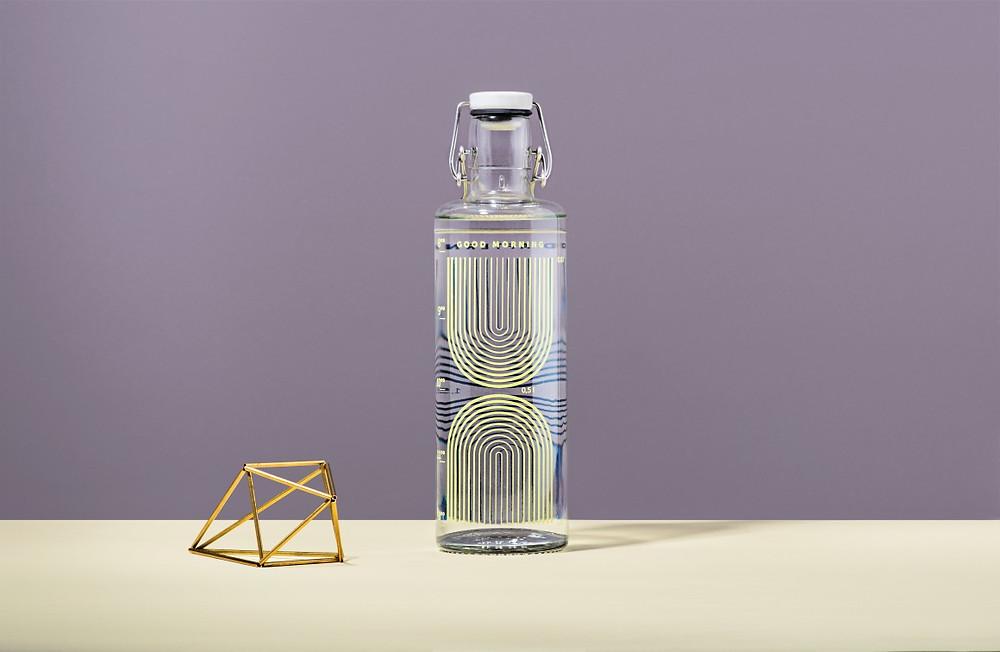 Eine schöne Glasflasche für Unterwegs, die auch noch die Umwelt schont? Was für ein schönes Geschenk von Soulbottle für das diesjährige Weihnachtsfest.