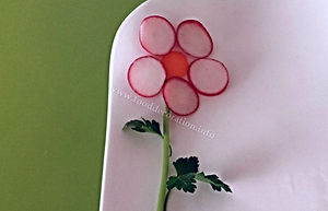 Food decoration / radish garnish