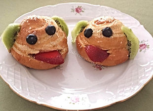 Food decorating for kids / buns for children