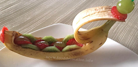 Food decoration / fruit garnish / banana