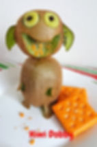 Food for kids /Kiwi and cheese crackers