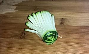 Zucchini decorating / vegetable garnishing